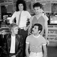 Konferencja prasowa w Nowym Jorku – Queen Poland Queen Images, Queen Pictures, Queen Photos, Brian May, Mott The Hoople, Princes Of The Universe, N America, Queen Freddie Mercury, Queen Band
