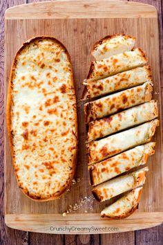 Easy Garlic Bread from CrunchyCreamySweet.com - Crunchy Creamy Sweet