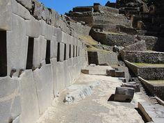 Ollantaytambo (quechua: Ullantay Tampu) es un poblado y sitio arqueológico incaico, capital del Distrito de Ollantaytambo , situado al sur del Peru, a unos 90 km al noroeste de la ciudad del Cuzco. Es la única ciudad del incanato en el Perú que aún es habitada. Visítanos…Te esperamos. Somos Pedro & Elio…Somos IN-OUTNETWORK… Somos Arquitectos de Nuestro Propio Destino. Haz clic en este enlace y déjanos  tu e-mail http://in-outnetwork.com/?p=2099%2F&ad=ollantaytambo-yt/