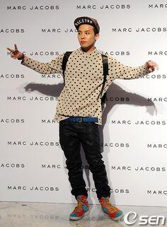 G-Dragon @ Marc Jacobs Fashion Show (110825) [PHOTOS] |Like his shoes
