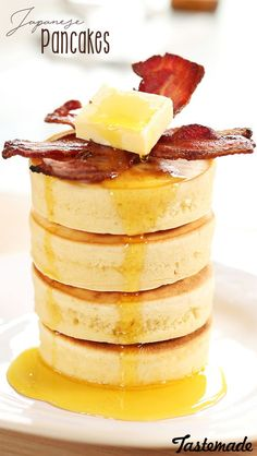 Homemade Japanese Pancakes ~ Recipe These might just be the fluffiest pancakes of all time. Souffle Pancakes, Savory Pancakes, Pancakes Easy, Banana Pancakes, Bacon Pancake, Japanese Souffle Pancake Recipe, Japanese Fluffy Pancakes, Easy Banana Pancake Recipe, Pancake Recipes