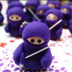 All aspiring OneNote Ninjas must begin their journey with the basics. The first thing a young ninja must do is learn the ways of http://www.onenoteforteachers.com. This is a Teacher-focused site wi