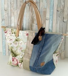 Best 12 60 Bags Handmade To Update Your Room Denim Handbags, Tote Handbags, Purses And Handbags, Handmade Handbags, Handmade Bags, Clutch Bag, Tote Bag, Diy Bags Purses, Denim Purse