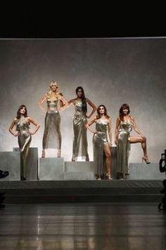 Versace Ready To Wear Spring Summer 2018 Milan Fashion News, Latest Fashion, Alberta Ferretti, Spring Summer 2018, Viera, Live Fashion, Versace, Birthday Wishes, Happy Birthday