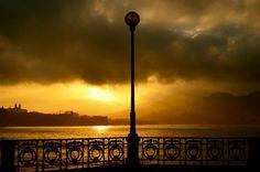 """#SanSebastian #Donostia #Spain """"Atardecer en la bahía""""  Foto enviada por: Daniel Capitas Carrion  Lugar: Bahía de la Concha  Fecha: 11 de enero del 2013"""