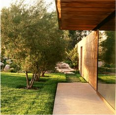 Location: Napa Valley, USA Year: 2009 Architects: Steven Harrison Materials: rammed earth, wood Landscape: Blasen Landscape Architecture Photography: Marion Brenner Via: ASLA Wooded Landscaping, Modern Landscaping, Natural Building, Green Building, Landscape Arquitecture, Rammed Earth, Earth Homes, Fenced In Yard, Built Environment