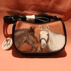 sac à mains petit modèle en tissu et simili cuir avec motif chevaux sur fond marron. Bandoulière réglable.