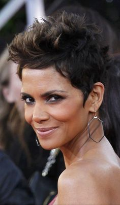 Halle Berry 2013 Golden Globes Halle Berry Pixie, Halle Berry Hot, Short Pixie, Short Hair Cuts, Short Hair Styles, Photoshoot Inspiration, Hair Inspiration, Black Hairstyles, Cool Hairstyles