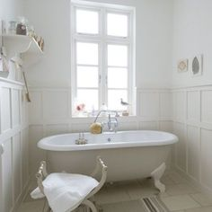 Country House Bathroom Images Rustic Bathroom Trash Can Bathroom Paneling, Bathroom Red, Bathroom Interior, Small Bathroom, Bathroom Ideas, French Bathroom, Bathroom Doors, Bathroom Designs, Bathroom Renovations