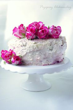 ❥ Rose & cherry valentine cake