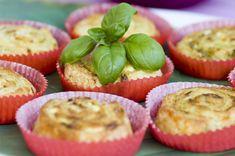 Feta-pestohyrrät Pesto, Muffin, Snacks, Baking, Breakfast, Recipes, Food Ideas, Drinks, Kitchen