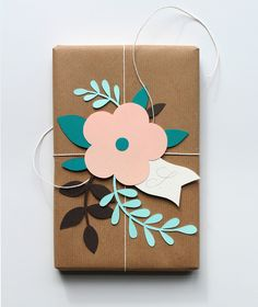Creative wrapping DIY - gift wrapping ideas and a good way to use of some pre made die cuts. Present Wrapping, Creative Gift Wrapping, Wrapping Ideas, Creative Gifts, Wrapping Papers, Diy Wrapping Paper, Gift Wrapping Tutorial, Creative Ideas, Pretty Packaging