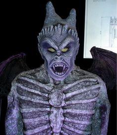 Gothic house gargoyle #halloween http://hallowmix.com