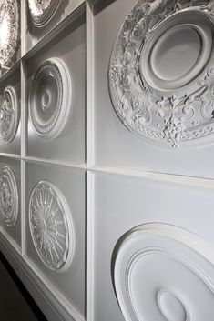 This extensive collection of ceiling medallions from Orac Decor pairs design flexibility with easy to handle material and can be adapted for chandeliers or ceiling fans. Home Design Decor, Interior Design Inspiration, Wall Design, Ceiling Rose, Ceiling Decor, Orac Decor, False Ceiling Design, Ceiling Panels, Ceiling Medallions