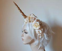 Oro crema y marfil tocado de unicornio fantasía novia corona