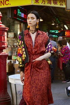☆Spanish photographer, New York based Maku López captures Wilhelmina model Sai in color-saturated, dramatic images called 'Chinatown Fever'. André Jarrid styles Sai for Blanc Magazine August 2018 'Heat' issue. Streetwear Mode, Streetwear Fashion, Chinese New Year Outfit, New Fashion, Runway Fashion, High Fashion Poses, Artistic Fashion Photography, Mode Editorials, Fashion Editorials