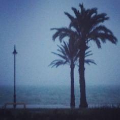 El mar menor, playa mar de cristal amaneciendo un día lluvioso