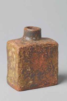 Vaasje (1965 - 1980) Bouke Mobach jr., Aardewerkfabriek Mobach Pottenbakkers. Keramiek, geglazuurd.