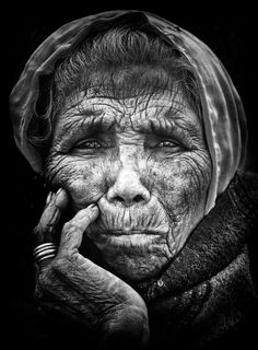 With your minds eye, smooth the wrinkles of time and worry. there is a beautiful woman there, I see her for I am old as well and remember my youth Black And White Portraits, Black White Photos, Black And White Photography, Old Faces, Many Faces, Foto Portrait, Portrait Photography, Collage Foto, Face Photo