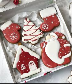 Cute Christmas Cookies, Christmas Biscuits, Iced Cookies, Cute Cookies, Christmas Sweets, Noel Christmas, Holiday Cookies, Cupcake Cookies, Holiday Baking