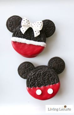 Easy Mickey and Minnie Mouse Inspired Cookies - - The Ultimate List of Minnie Mouse Craft Ideas! Cute Minnie Mouse crafts, Disney Party Ideas, DIY Crafts and fun food recipes. Minnie Mouse Cookies, Mickey Mouse Treats, Mickey E Minnie Mouse, Minnie Mouse Christmas, Mickey Party, Mickey Mouse Birthday, Disney Birthday, Disney Cookies, Disney Christmas
