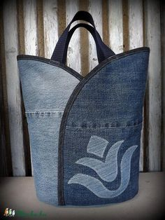 "Jeanstasche - ""Tulip - Dark and Bright"", Tasche, Satyar, Meska - Nähideen / Sewing - Bolsas Denim Handbags, Purses And Handbags, Sacs Tote Bags, Sewing Jeans, Jean Purses, Denim Purse, Denim Crafts, Recycled Denim, Patchwork Bags"