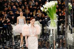 9 Standout Moments From #Chanel's Sparkly Couture Show #elle #wishesheartsbisous