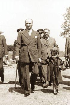 Atatürk and adopted daughter Ülkü Adatepe Fake History, History Of Islam, History Quotes, Roman History, Strange History, History Facts, Ancient History, Native American History, African American History