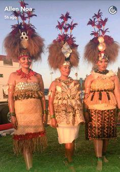 Samoan Women, Samoan Designs, Costume Ethnique, Tribal Hair, Polynesian Islands, Island Wear, Polynesian Culture, Beautiful Flower Arrangements, Island Design