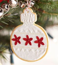 Clay Christmas Cookie Ornaments Add a sweet touch of holiday fun to your Christmas tree with creative Christmas cookie-inspired ornaments. With clay and acrylic paint, its easy to make these cute Christmas decorations that look good enough to eat. Easy Christmas Ornaments, Homemade Christmas, Christmas Holidays, Handmade Ornaments, Celebrating Christmas, Glitter Ornaments, Christmas Wrapping, Felt Christmas, Xmas