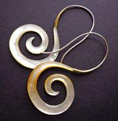 VALA madre di orecchini di perle  stile tribale  di SanskritDream