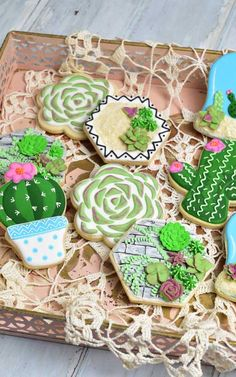 Make stunning Royal Icing Succulents. Jazz up decorated cookies for special occasions. Iced Cookies, Cute Cookies, Cookies Et Biscuits, Baby Cookies, Heart Cookies, Cookie Icing, Royal Icing Cookies, Icing Tools, Coloured Icing