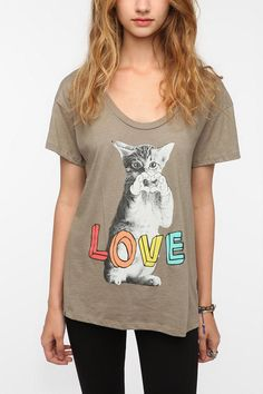 Corner Shop Kitten Heart Tee     Someone get this for me please