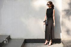 Street style cuối tuần: Quý cô hai miền - người lấp ló chân thon dài, người khoe vai trần cá tính - Ảnh 1.