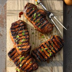 Favorite Grilled Pork Chops Recipe -This recipe is my favorite out of all my grilled pork chop recipes. I start preparing this entree the night before I plan to grill it. Pork Rib Recipes, Grilling Recipes, Low Carb Recipes, Cooking Recipes, Healthy Recipes, Grilling Ideas, Healthy Eats, Pork Meals, Vegetarian Grilling