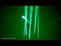 Melbourne, Austrália : UFOS são atraídos por raios laser projetados no céu. | Extraterrestres