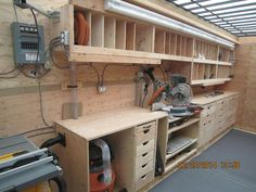 I'll just say it down front, there really isn't one ideal woodworking shop layout! Workshop Bench, Workshop Layout, Workshop Storage, Workshop Organization, Garage Workshop, Workshop Ideas, Garage Organization, Organization Ideas, Woodworking Bench