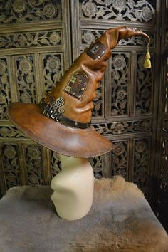 Steampunk: ~ Portamancer's Hat, by SavagePunkStudio. Leather Armor, Leather Hats, Leather Tooling, Leather Craft, Tan Leather, Steampunk Witch, Steampunk Fashion, Steampunk Images, Cosplay Dress