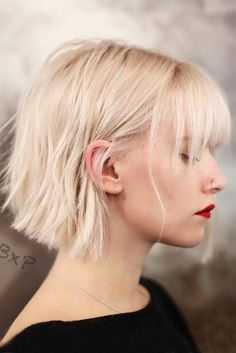 40 Fringe Hairstyles That Looks Good on Everyone, HAİR STYLE, Sweeping bangs. (Sal Salcedo) Pink bob with bangs. (Ben Ko) Subtle bangs and caramel tones. Medium Hair Cuts, Short Hair Cuts, Short Hair Styles, Short Bob Bangs, Medium Bobs, Modern Short Hair, Medium Bob With Bangs, Short Bobs, Short Pixie