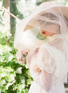 This bridal veil is so Victorian. Really like the look,but can't seem to find anything like it in bridal stores or online