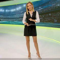 More on tvmagia.ro Perfect Legs, Be Perfect, Beautiful Legs, Dreaming Of You, Mini Skirts, Sweet, Fashion, Moda, Mini Skirt
