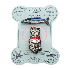 灰色猫とサンマminiブローチ:tamao [タマオ]