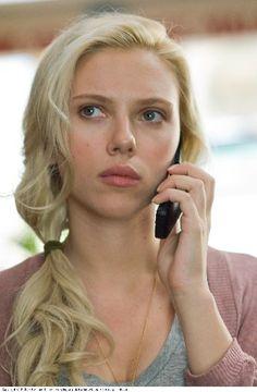 Scarlett Johansson udowadnia, że do dzwonienia nie trzeba mieć pełnego makijażu ;P