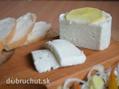 Fotorecept: Domáci syr - Na tento syr potrebujeme výlučne plnotučné čerstvé mlieko domáce, nie kupované v obchode. Kefir, Homemade Cheese, Home Recipes, Food And Drink, Dairy, Butter, Feta, Syr, Milk