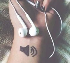 Ideas For Music Headphones Aesthetic - Musik Girl Photo Poses, Girl Photography Poses, Tumblr Photography, Creative Photography, Photography Music, Pub Radio, Rauch Fotografie, Sharpie Tattoos, Ft Tumblr