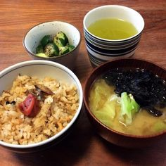今日の遅ランチ(^^;; 冷蔵庫にあった炊き込みご飯を食べちゃいます〜 - 48件のもぐもぐ - 残りモノさんま缶の炊き込みご飯、キャベツと海苔のお味噌汁、きゅうりのゆかり和え 2015.2.10 by kirahime