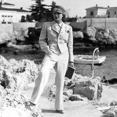 Marlene Dietrich im Hosenanzug