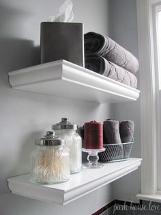 Floating shelves over toilet. Tissue box, containers, basket Idée pour habiller des étagères ikea!