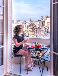 Travel Guides, Travel Tips, Eiffel Tower Painting, Gustave Eiffel, Paris Apartments, Free Travel, Travel Photographer, Solo Travel, Where To Go