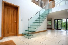 Glass G-fin staircase in a entrance hall. #staircase #glass #stainlesssteel #design #domestic